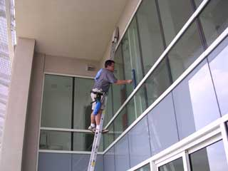 Cleaning awning windows